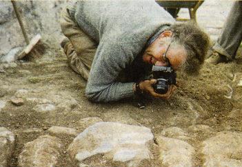 Grabungsleiter Dr. Jens Kulick bei der Arbeit. (Foto: Dr. Volker Brendow)