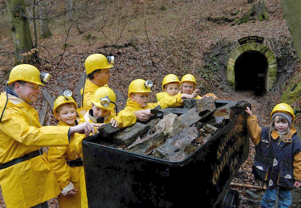 Goldbergwerk Kinder an Bergwerkslore