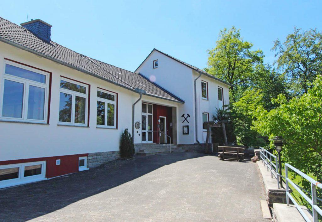 DGH und Zechenhaus (Treffpunkt zur Bergwerksführung)