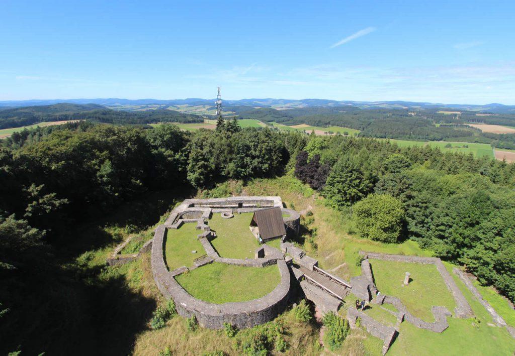 Blick vom Georg Viktor Turm auf Burgruine