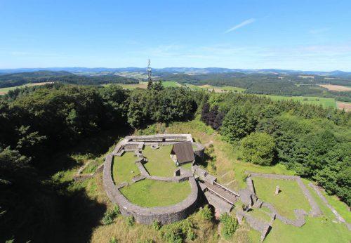 Blick vom Georg Viktor Turm auf die Burgruine