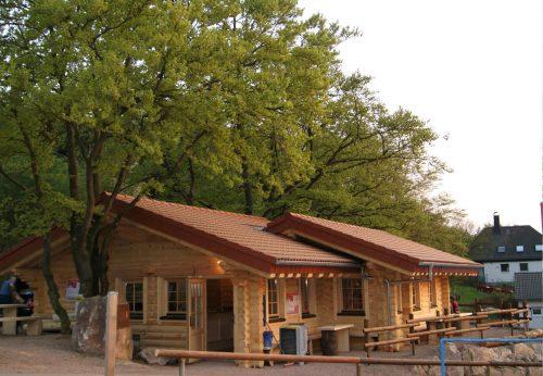 Urige Hüttenatmosphäre in der Eisenberg-Hütte