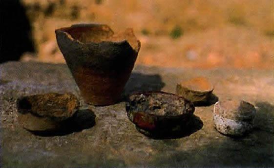 Fragmentarisch erhaltene Schmelztiegel für Erzproben
